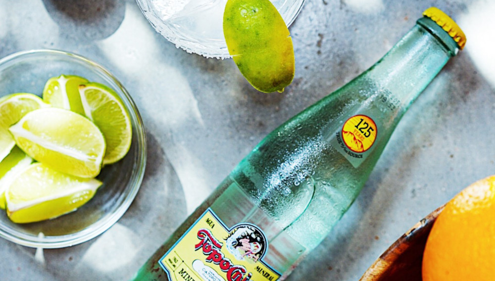 Ranch water: a highball cocktail mixed with lime juice, tequila and Topo Chico water (Photo: Megan Markham, Unsplash)