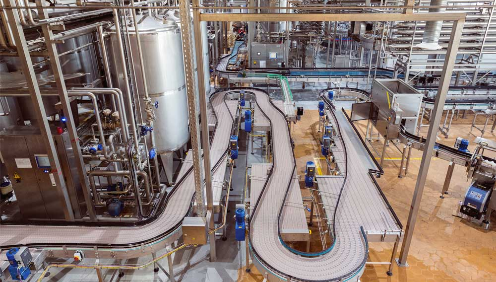 Brewery plants offer numerous contact surfaces for microbiological threats (Photo: Serjio74/shutterstock.com)